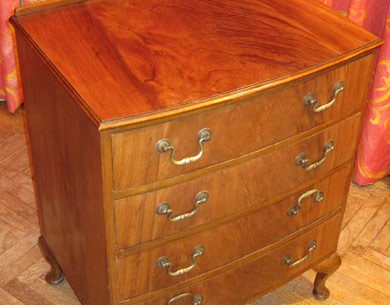 Flamed mahogany chest of drawers